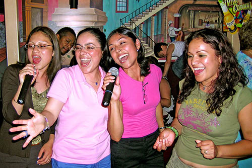 Girls_karaoke
